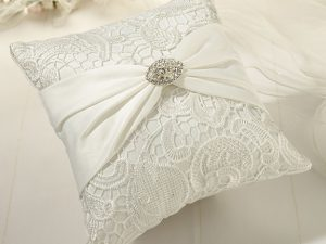 Vintage Cream Lace Ring Pillow